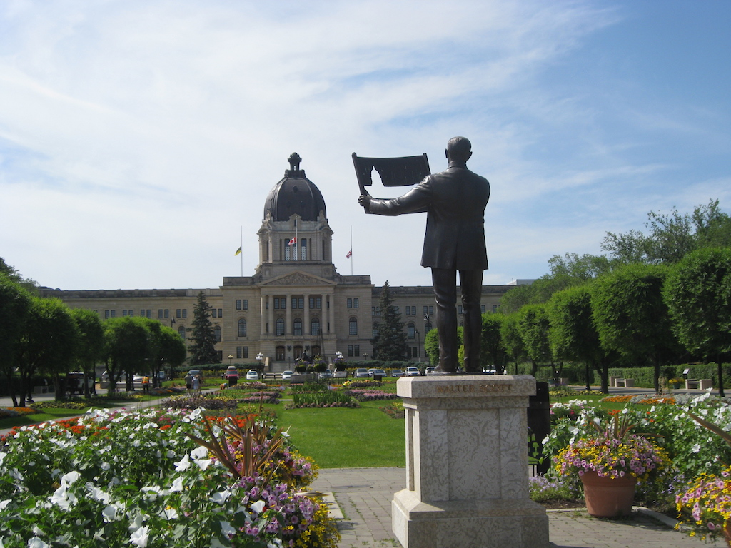 Saskatchewan Legislative Building and Walter Scott statue