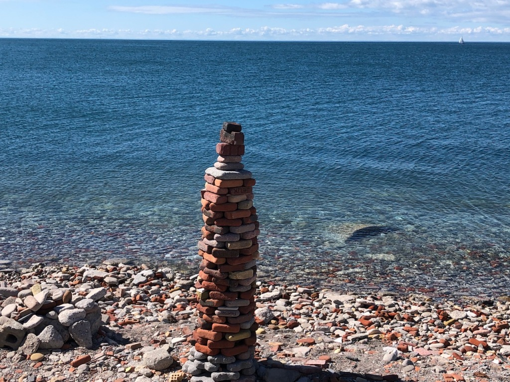 Unobstructed view of Lake Ontario and some rock stackings