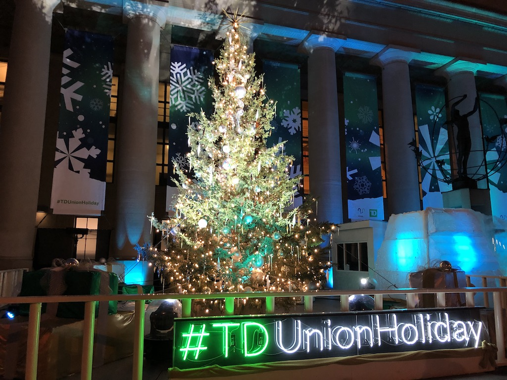 Christmas tree outside Union Station entrance.