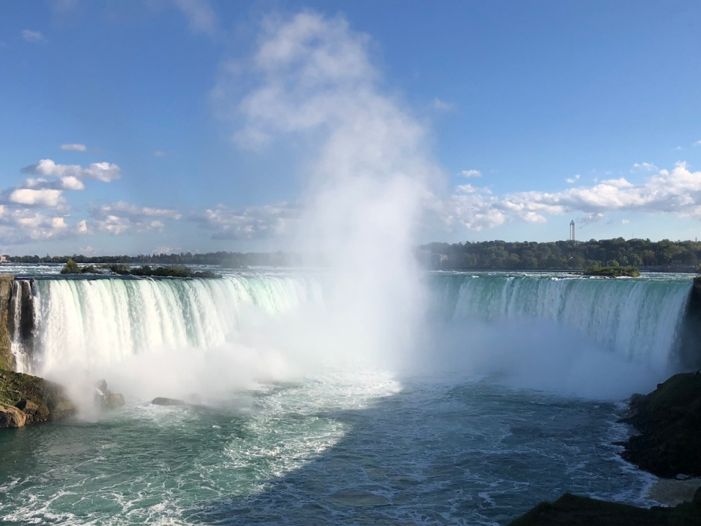 Horseshoe Falls whopping volume of water siphoned at an average of 750,000 gallons each second.